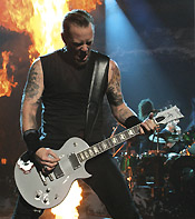 james hetfield con esp